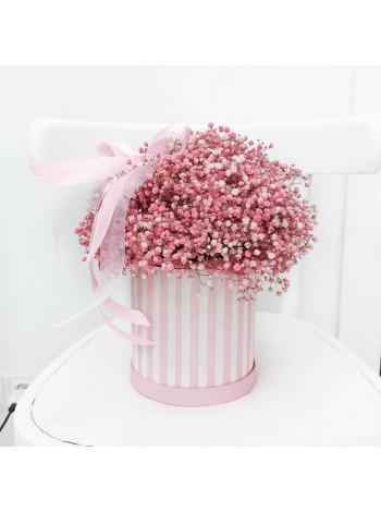 Букет из розовой гипсофилы в шляпной коробке