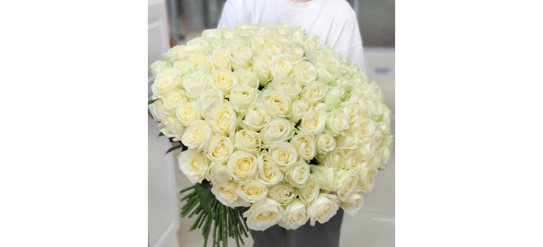 Сколько стоит букет из 101 розы?>