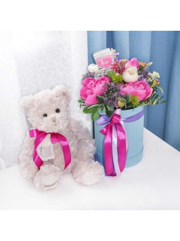 """Букет цветов в шляпной коробке""""Бриджит"""""""