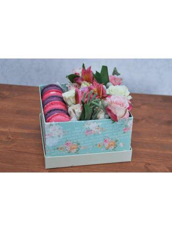 """Цветы в коробке с макарон """"Сельские мотивы"""""""