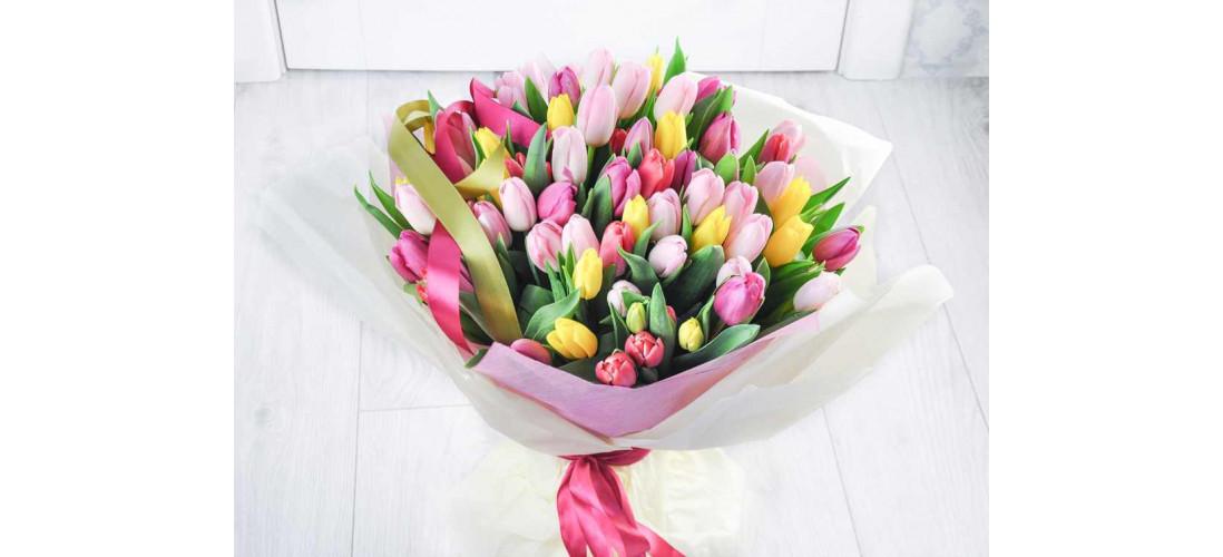 Цветы - лучший подарок для девушки во все времена>