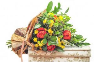 Услуга доставки цветов и виды букетов для доставки