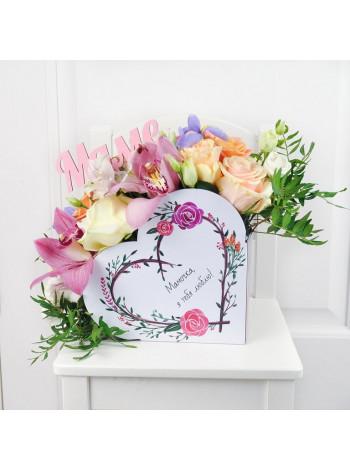 """Букет цветов в коробке в форме сердца """"Любимой маме"""""""