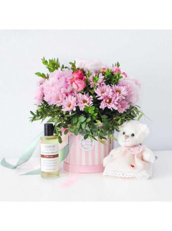 """Букет цветов в шляпной коробке """"Маргарет"""""""