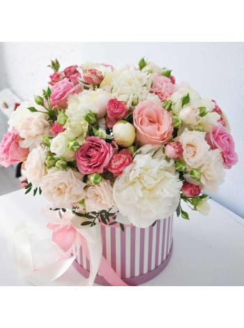 """Цветы в шляпной коробке """"Виктория"""""""