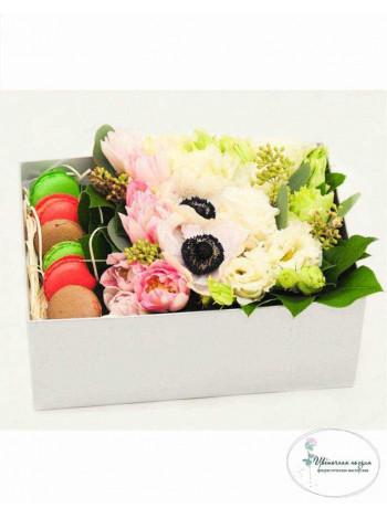 """Цветы в коробке """"Вкусный комплимент"""""""