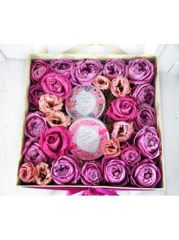 """Цветы в подарочной коробке """"Амира"""""""