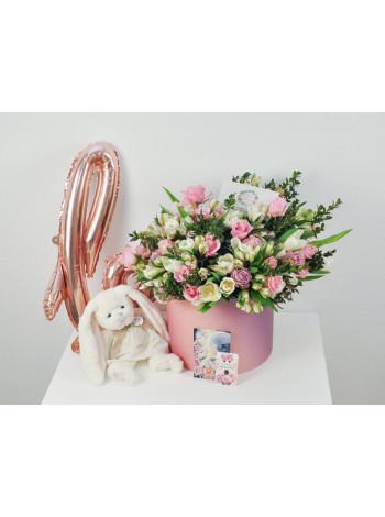 """Цветы в шляпной коробке """"Августа"""""""