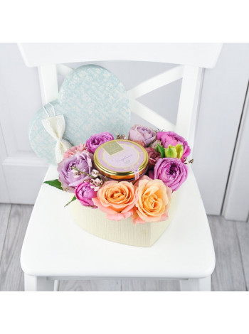 """Цветы в подарочной коробке """"Диодора"""""""