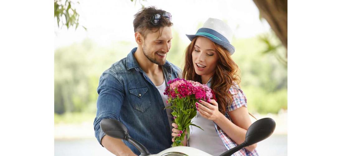 Какие цветы подарить девушке?>