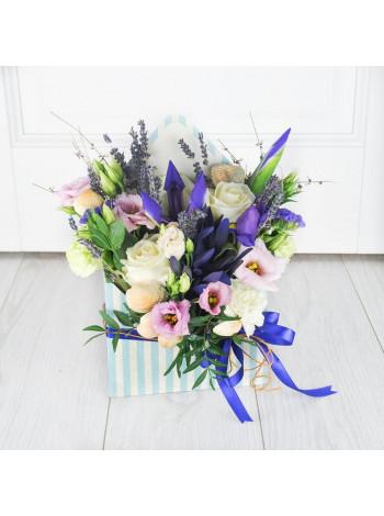 """Цветы в коробке конверте """"Каприс"""""""