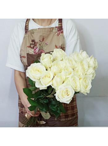 Купить букет из 17 белых роз с доставкой в Раменское, Жуковский, по Раменскому р-ну - Цветочная поэзия.