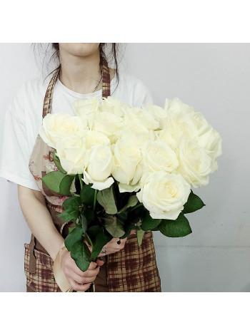 Купить букет из 19 белых роз с доставкой в Раменское, Жуковский, по Раменскому р-ну - Цветочная поэзия.