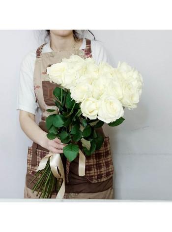 Купить букет из 25 белых роз с доставкой в Раменское, Жуковский, по Раменскому р-ну - Цветочная поэзия.