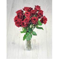 Букет из 15 красных роз.