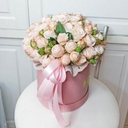 Букет розовых роз в шляпной коробке
