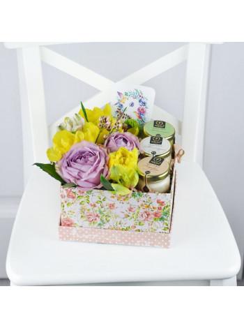 """Цветы в подарочной коробке """"Венера"""""""